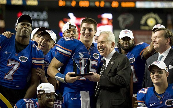 SEC Commissioner Mike Slive presents Florida Gators quarterback Tim Tebow